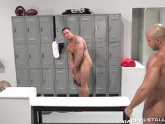 Big strong muscled gay is pleasuring hot fuck in locker room